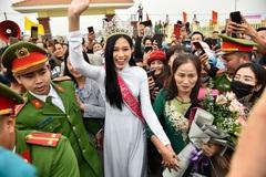 'Không đâu hâm mộ cuồng nhiệt với Hoa hậu như ở Việt Nam'
