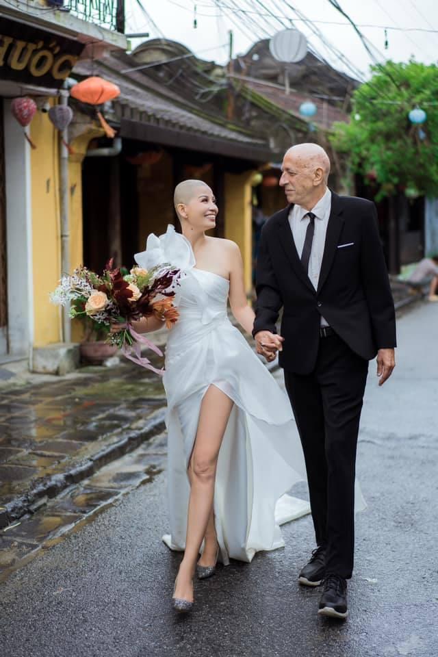 Cô dâu Việt cạo trọc đầu, chụp ảnh cưới với chồng Mỹ ở Hội An