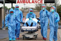 Hệ thống cứu thương Mỹ bên bờ sụp đổ vì Covid-19