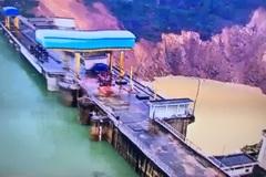 5.000m3 đất đá sạt lở uy hiếp thủy điện Hương Điền