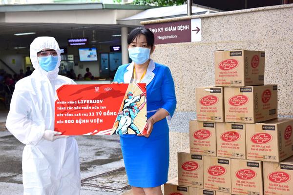 Lifebuoy tài trợ gói sản phẩm 11 tỷ đồng cho 500 bệnh viện phòng chống Covid-19