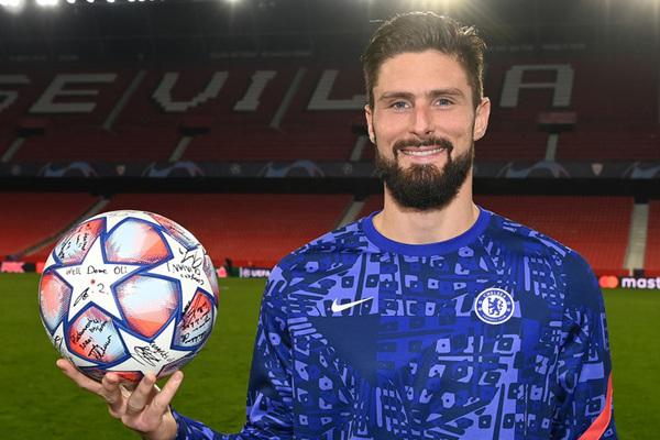 Nghịch lý Giroud ghi 4 bàn vẫn dự bị trận tới ở Chelsea