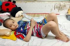 Trao hơn 73 triệu đồng cho bé Nguyễn Quốc Thái bị ung thư máu