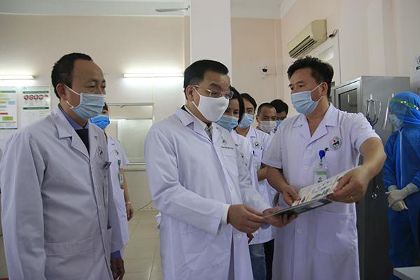 Chủ tịch Hà Nội  Chu Ngọc Anh kiểm tra việc phòng chống dịch Covid-19 tại hai đơn vị
