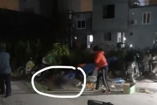 Người chồng cầm dao sát hại vợ ra đầu thú