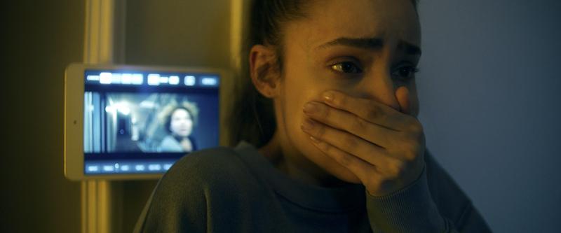 Mỹ nhân có đôi mắt đẹp nhất thế giới đóng phim đầu tiên về Covid-19