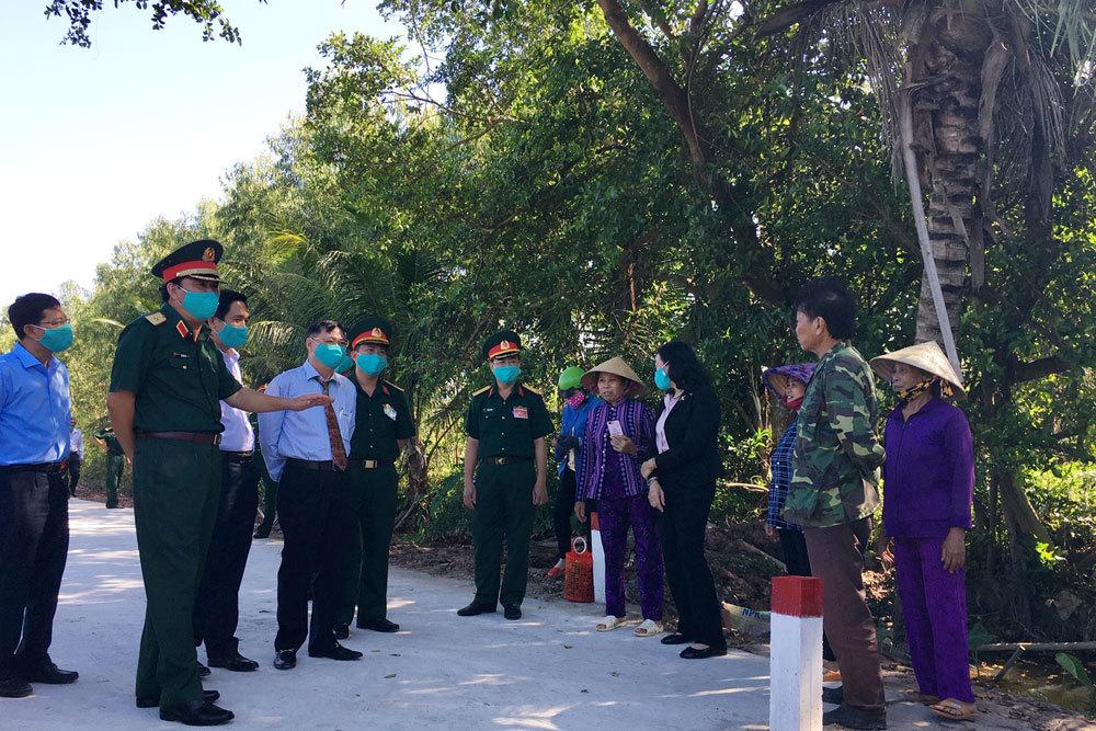 Về nguồn dâng hương kỷ niệm 75 năm ngày truyền thống Quân khu 7