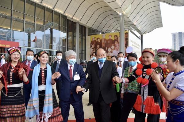 Thủ tướng, Chủ tịch Quốc hội chung vui cùng đồng bào các dân tộc