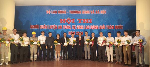 EVNHANOI đạt giải A hội thi về an toàn vệ sinh lao động