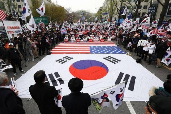 Người Hàn Quốc hoài nghi vị thế siêu cường của Mỹ