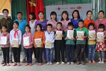 Gần 5.000 suất quà tiếp sức đến trường cho học sinh Hà Giang