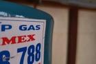 Gas dùng hơn 1 tháng đã hết, dân mạng rỉ tai nhau trong bình độn nước, cát