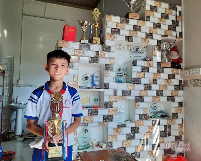 'Gia tài' ngập huy chương của cậu học trò tiểu học ở Tây Ninh