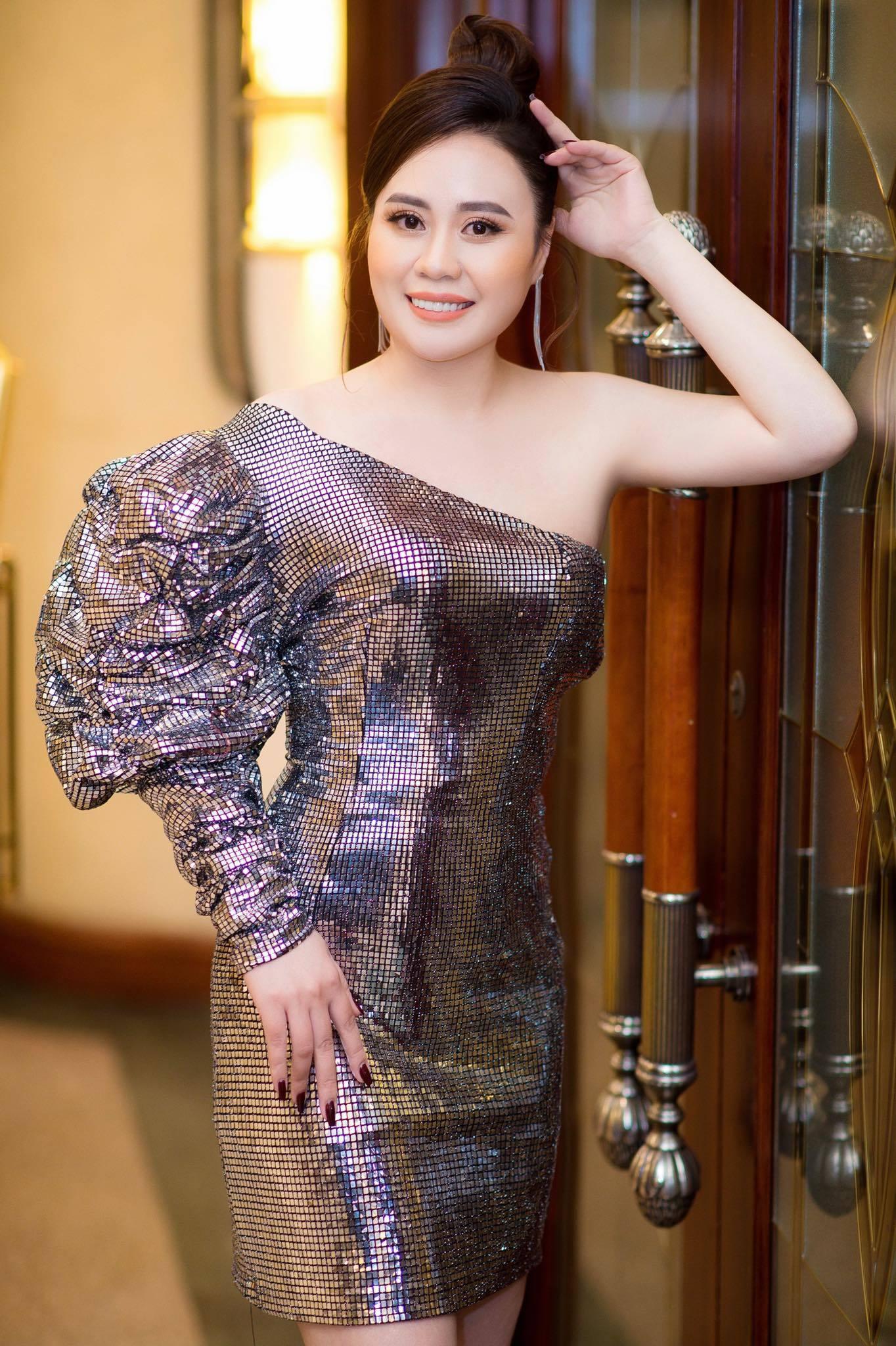 Diễn viên Phan Kim Oanh phim 'Lửa ấm' vai trần gợi cảm