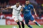 """Sevilla 0-0 Real Madrid: """"Kền kền"""" suýt được tặng bàn thắng (H1)"""