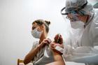 Nga bắt đầu tiêm chủng đại trà vắc xin Covid-19