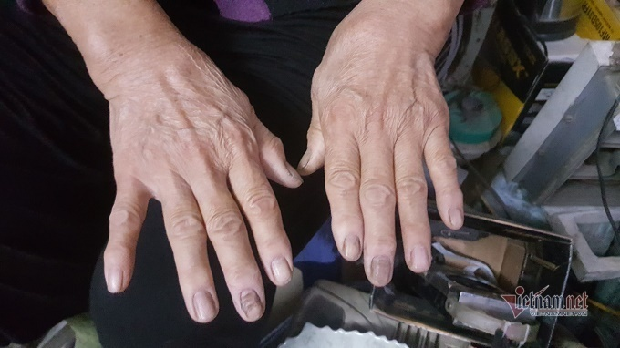 Người phụ nữ Hà thành hơn 50 năm làm nghề sửa chữa ô tô