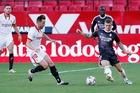 Sevilla 0-0 Real Madrid: Ăn miếng trả miếng (H1)