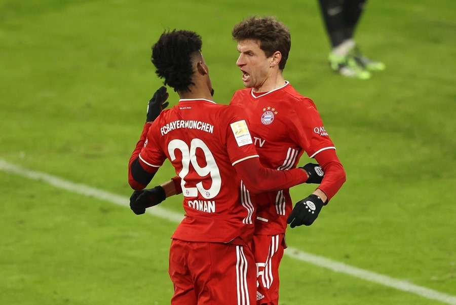 Leipzig hòa điên rồ với Bayern trước trận tử chiến MU