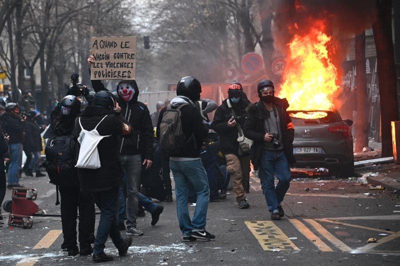Biểu tình bạo loạn bùng nổ ở Paris, hàng chục người bị bắt