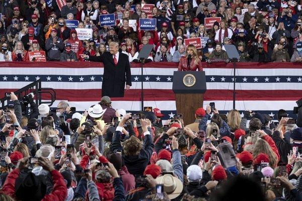 Ông Trump gặp hàng nghìn người ủng hộ, khẳng định chiến thắng ở Georgia