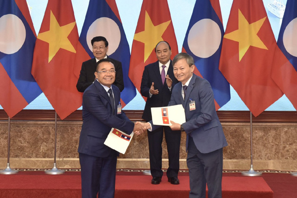 EVN ký nhiều biên bản ghi nhớ phát triển dự án và mua điện từ Lào