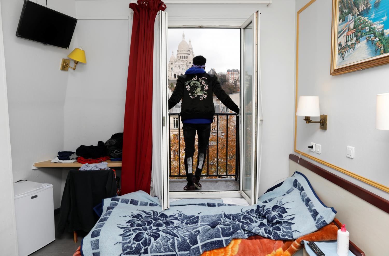 Khách sạn Paris mở cửa chào đón người vô gia cư