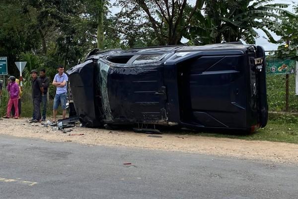 Liên tiếp xe máy đấu đầu xe ô tô, 3 thanh niên tử vong