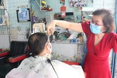 One-arm hairdresser follows dream job, raises two kids by herself