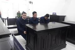 Xử tù những người dùng tiền giả mua Iphone ở Hà Nội