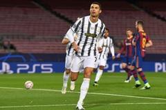 Ronaldo lập cú đúp, Juventus vùi dập Barcelona