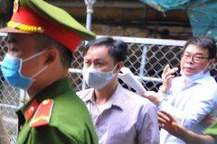 Bị hại vắng mặt, phiên xử cựu Phó Chánh án tạm hoãn
