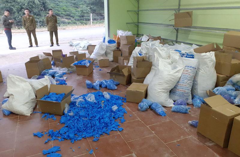 Bắt tại trận vụ tái chế 8 tấn găng tay y tế đã sử dụng