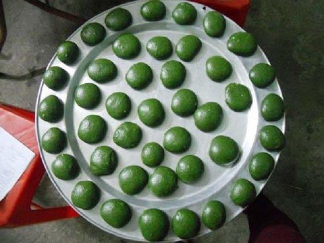 Loại bánh 'lạ' màu xanh đặc sản miền núi hút khách Hà thành