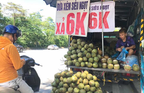 Hoa quả 'rẻ như cho', táo 5.000 đồng, bưởi 2.000 đồng: Đâu là nguồn gốc thật sự?