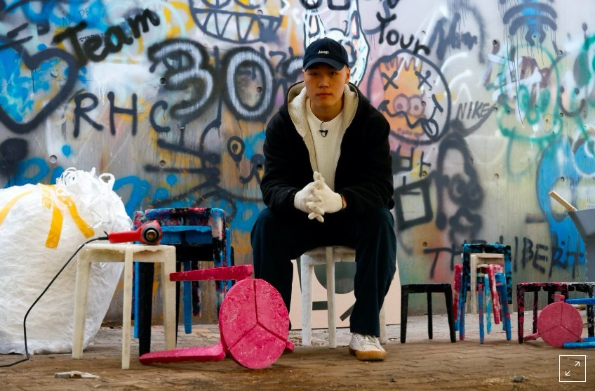 Thời Covid-19, sinh viên Hàn Quốc tái chế khẩu trang thành ghế ngồi