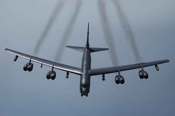 Mỹ điều B-52 tới Trung Đông đề phòng Iran tấn công