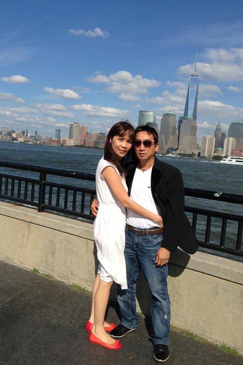 Ca sĩ Trường Vũ U60 vẫn phong độ, sống hạnh phúc bên vợ con ở Mỹ