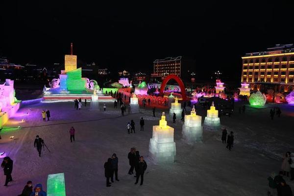 Hình ảnh lễ hội băng tuyết muôn màu sắc ở Trung Quốc