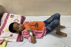Trao hơn 73 triệu đồng đến bé Nguyễn Huy Nam Khánh bị ung thư phần mềm