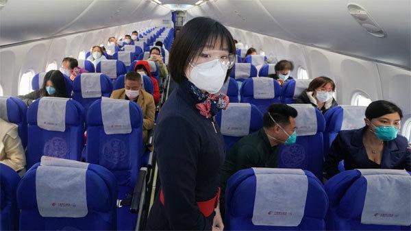 Tiếp viên Trung Quốc được khuyên đóng bỉm để tránh Covid-19