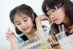Những thí nghiệm đơn giản tại nhà giúp trẻ yêu khoa học