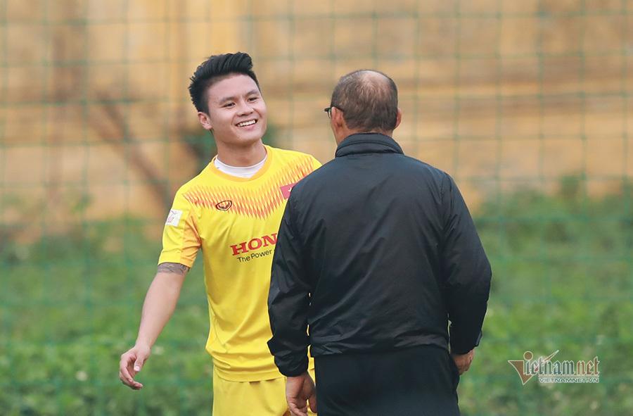 Quang Hải đau cơ đùi, tập riêng ở tuyển Việt Nam