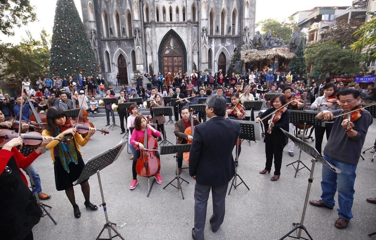 Hồ Trung Dũng tham gia hoà nhạc hạnh phúc