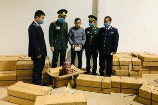Bắt xe tải chở 1 tấn pháo lậu và 2,2 tấn gỗ trắc từ Lào về