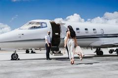 Sốc với tiết lộ của tiếp viên hàng không cho giới siêu giàu