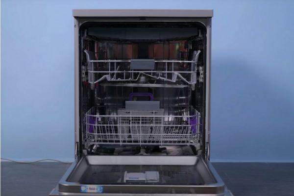 Máy rửa bát công nghệ mới, rửa 163 món đồ chỉ với 9,5 lít nước