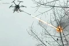Xem máy bay không người lái giá 300 triệu phun lửa tiêu diệt ong