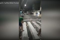 Cướp tung tiền ra đường cản cảnh sát