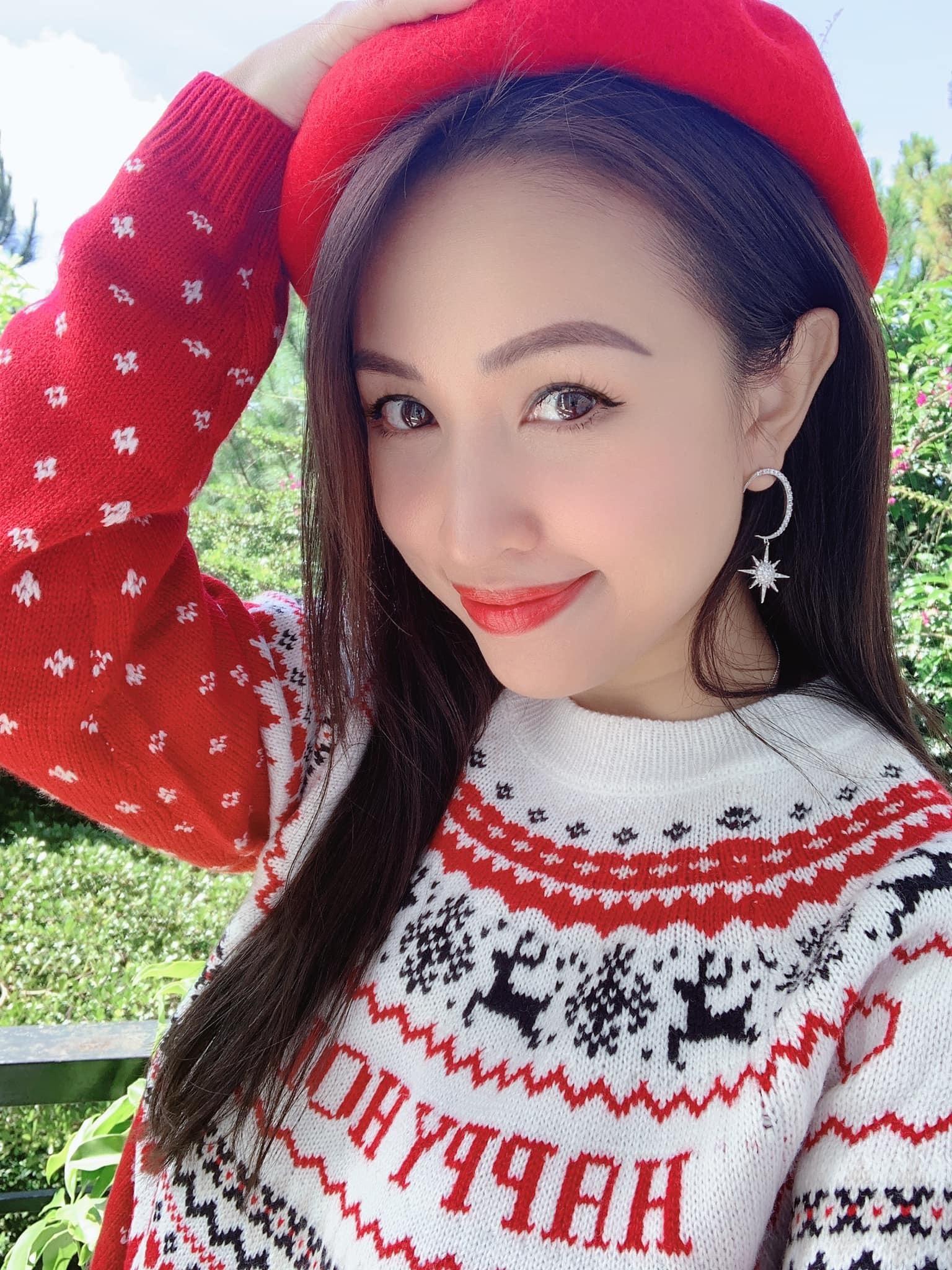 Á hậu Huyền My sinh nhật tuổi 25 vui vẻ bên cầu thủ Trọng Đại